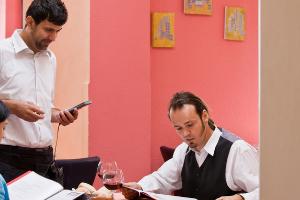 高标准的餐饮服务员三大特征是什么?