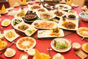 正值年夜饭预订旺季 餐饮业如何稳复苏保安全