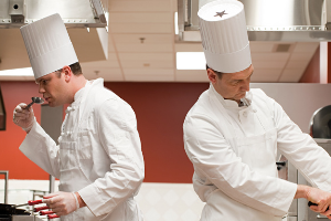 现在厨师行业越来越难做了吗?