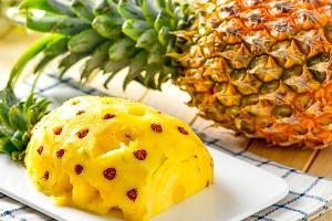 吃菠萝会导致肾衰竭,是真的吗?