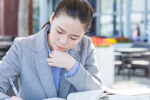 如何保障职业教育与普通教育同等重要?