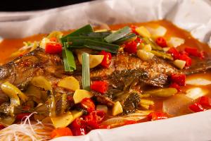 长沙食为先纸包鱼烹饪技术实训